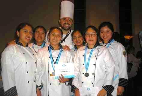 Equipo culinario de la escuela zunil gana desaf o junior for Equipo para chef
