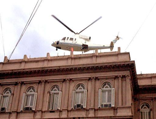 Segundas elecciones de segundo administrador! De-La-Rua-es-sacado-de-la-casa-rosada-en-helicoptero