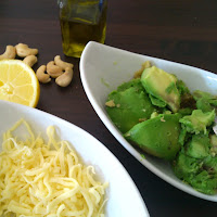 https://kuechenduftundbackgenuss.wordpress.com/2015/07/10/schnelles-pasta-rezept-avocado-pesto/