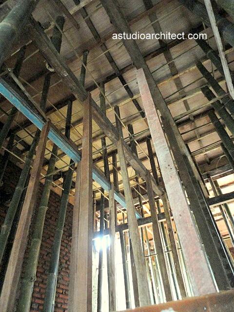 Proses pengecoran dak beton pada proses pembangunan rumah 2 lantai