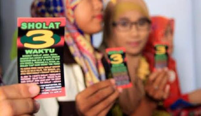 Pondok Pesantren Urwatul Wutsqo (PPUW) Desa Bulurejo, Kecamatan Diwek, Jombang, Jawa Timur, kembali membuat geger.  Setelah hukuman cambuk yang menghebohkan, kini mengedarkan selebaran ajakan salat hanya tiga waktu.