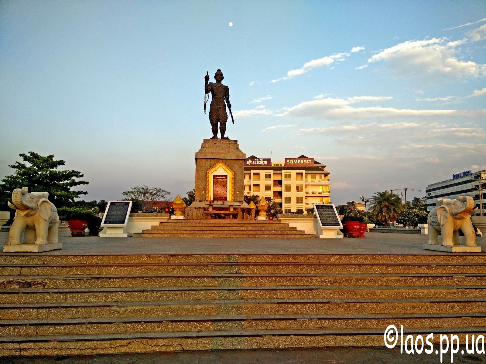 Памятник лаоскому полководцу