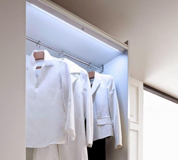 la falta de iluminacin en los armarios tiene una solucin muy sencilla gracias a las nuevas luminarias led que adems de ahorrar permiten una instalacin