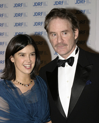Phoebe Cates and husband/co-star Kevin Kline in 2004