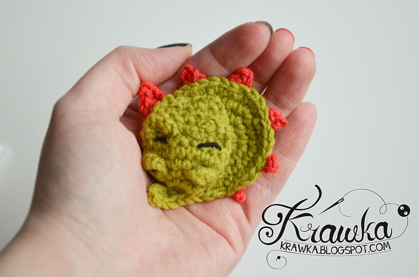 Krawka: Sleeping dragon brooch crochet with free pattern
