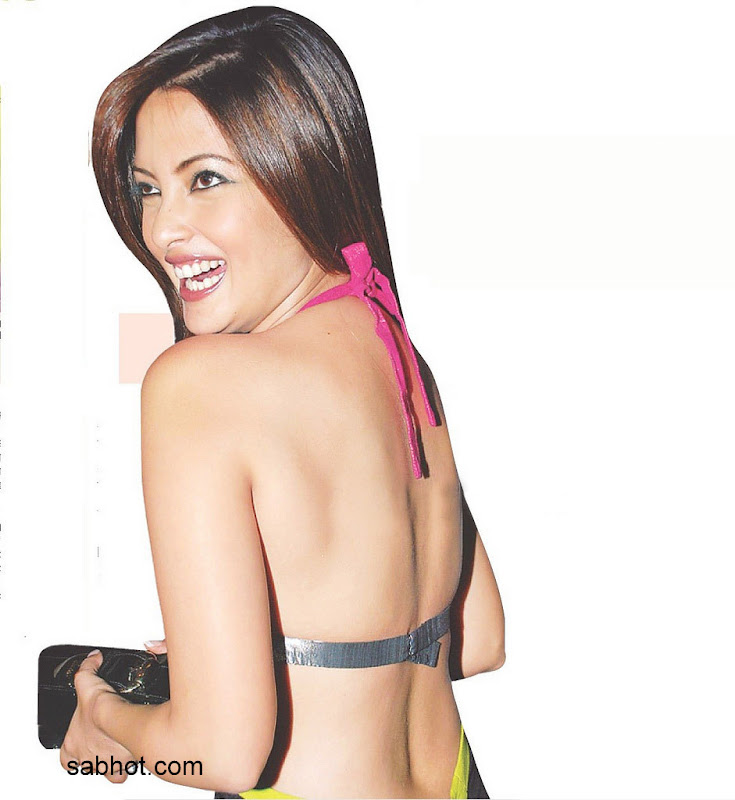 - Milky Riya Sen Hot Bare Back Pic