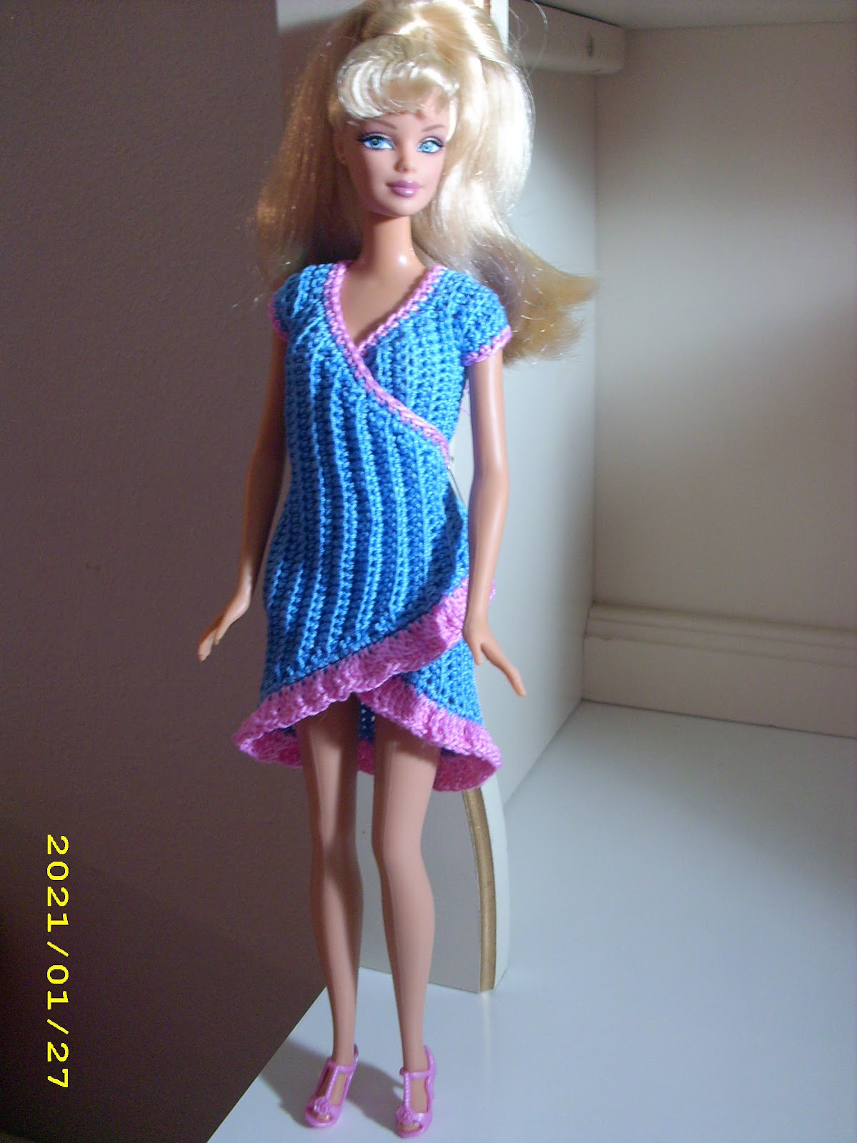 Crochet for Barbie (the belly button body type): Electric blue wrap ...