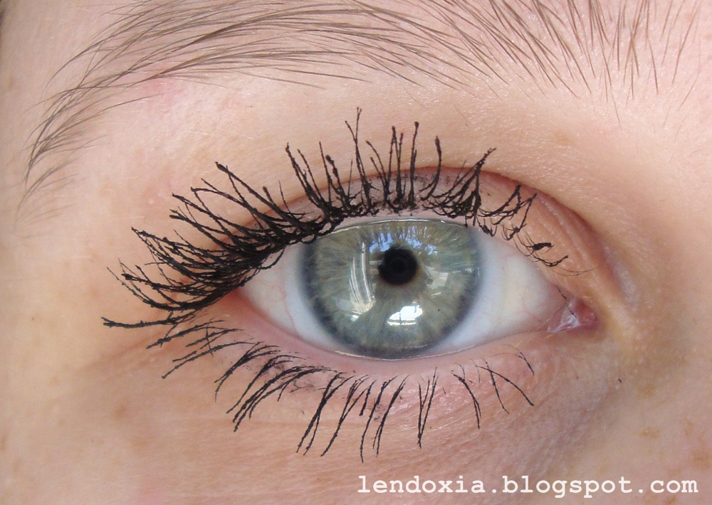 Essence Get big lashes volume boost tri sloja
