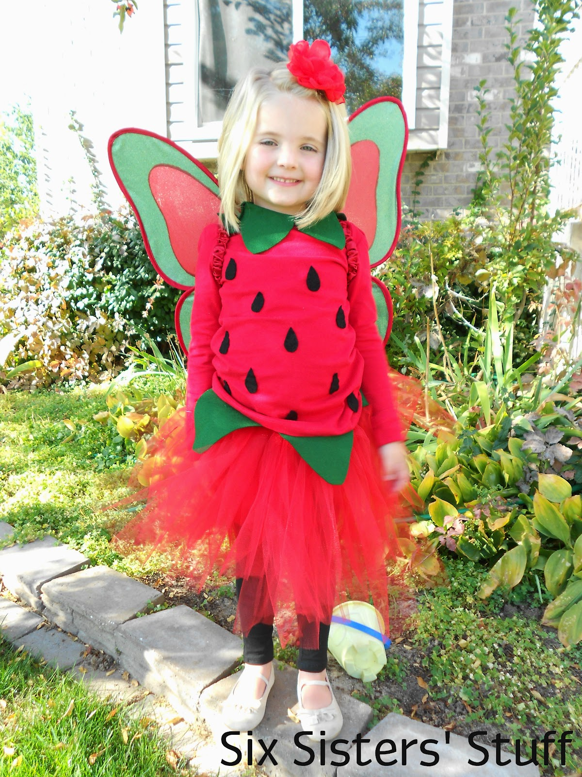 Diy pottery barn kids strawberry fairy halloween costume tutorial as i did with the larger leaves i didnt end up sewing the ribbon ends together i just tied a simple bow in the back to hold the collar of leaves on solutioingenieria Image collections