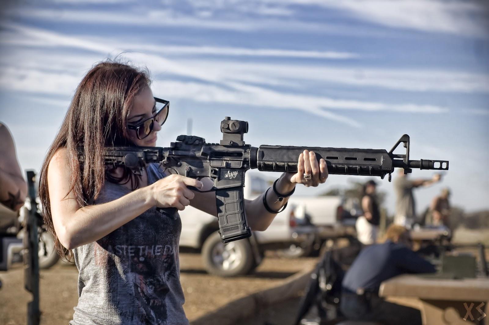 Фото девушек с оружием в руках 9 фотография