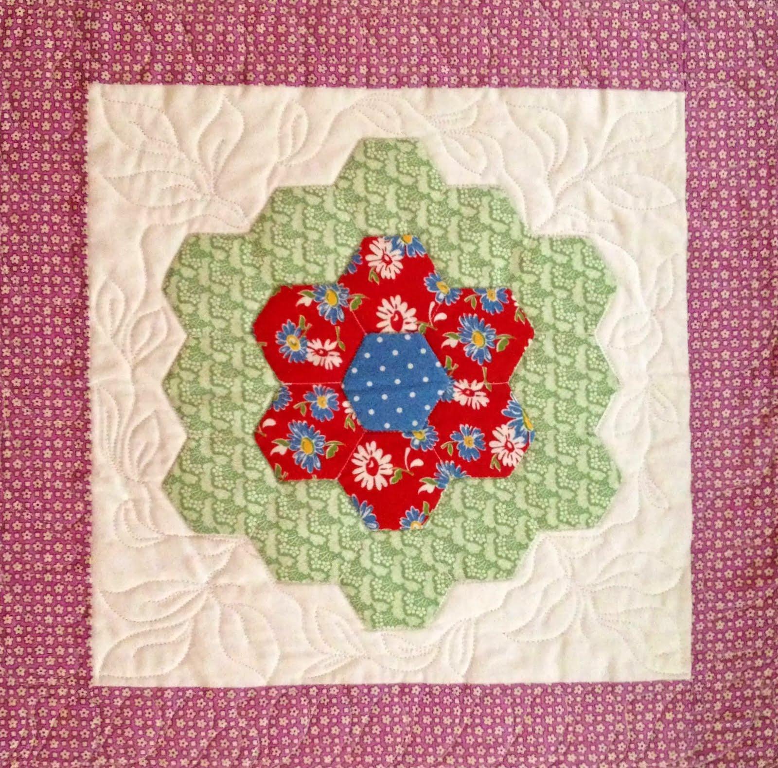 Starwood quilter grandmother 39 s flower garden quilt block - Grandmother s flower garden quilt ...