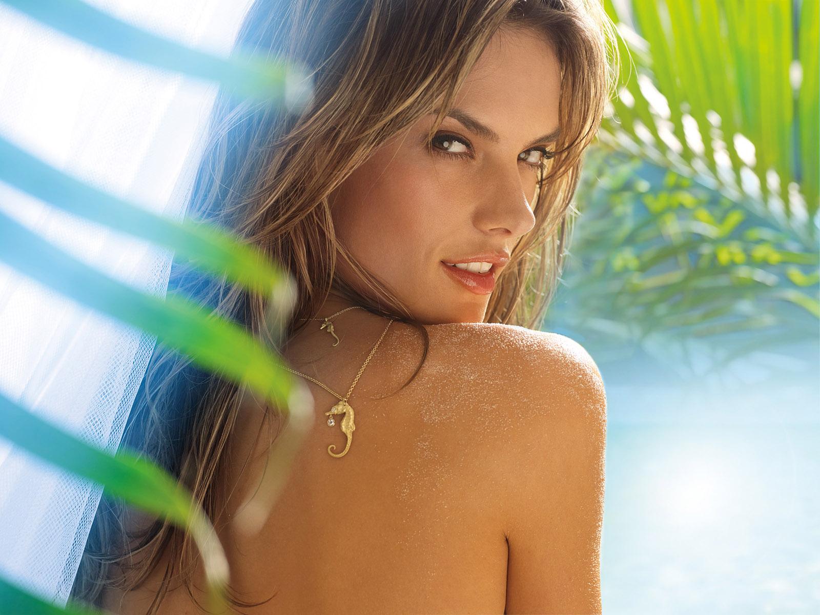 http://2.bp.blogspot.com/-fAaw958yEEU/TrPtNO6V-9I/AAAAAAAAACw/T8rP32FGvIc/s1600/Alessandra-Ambrosio-desktop-Wallpapers-35.jpg