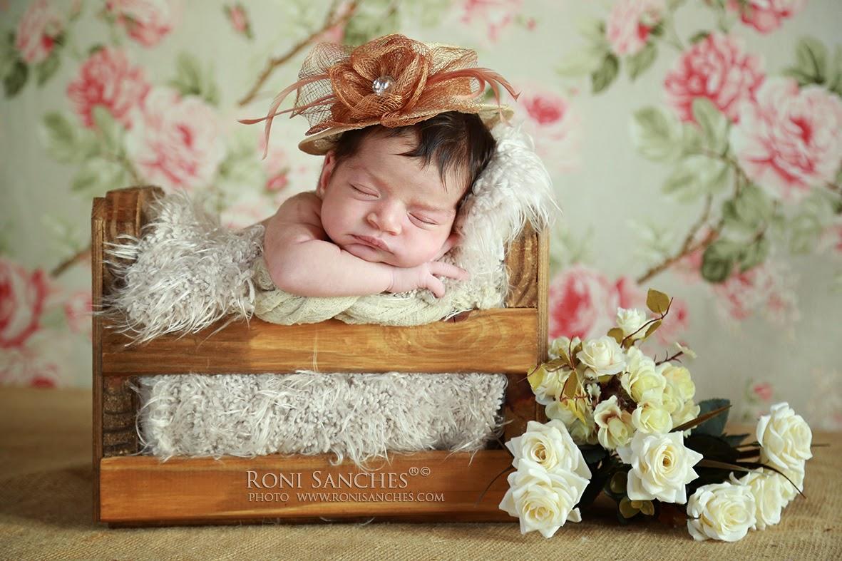 newborn bebê recem-nascida
