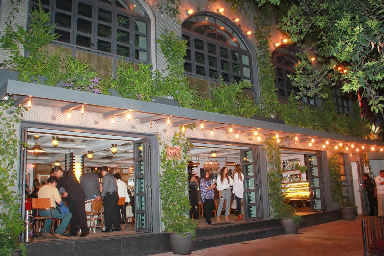 Todocultura la nica de polanco abri sus puertas gran for Puertas de cocina de restaurante