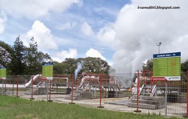 Sumur Panas Bumi (Geothermal Wells) - Pada gambar ini terdapat tiga sumur panas bumi.