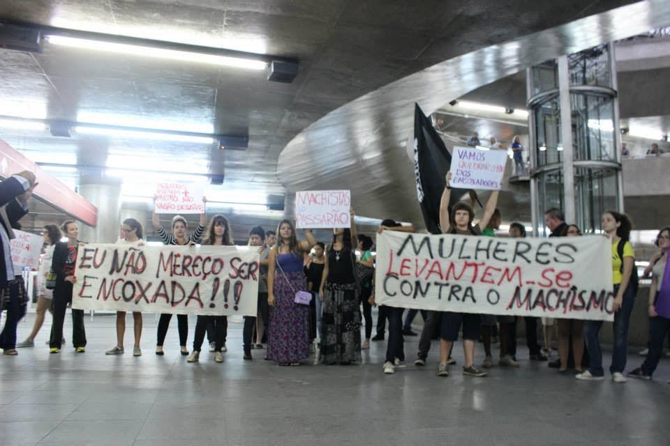 Mulheres Sendo Encoadas No Trem E Onibus Real Madrid Wallpapers