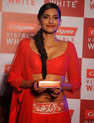 Sonam Kapoor Latest Hot Navel Photo indianudesi.com