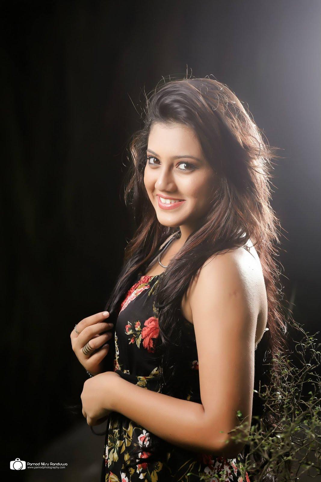 Hot Sl Actress: Maduwanthi Hottest