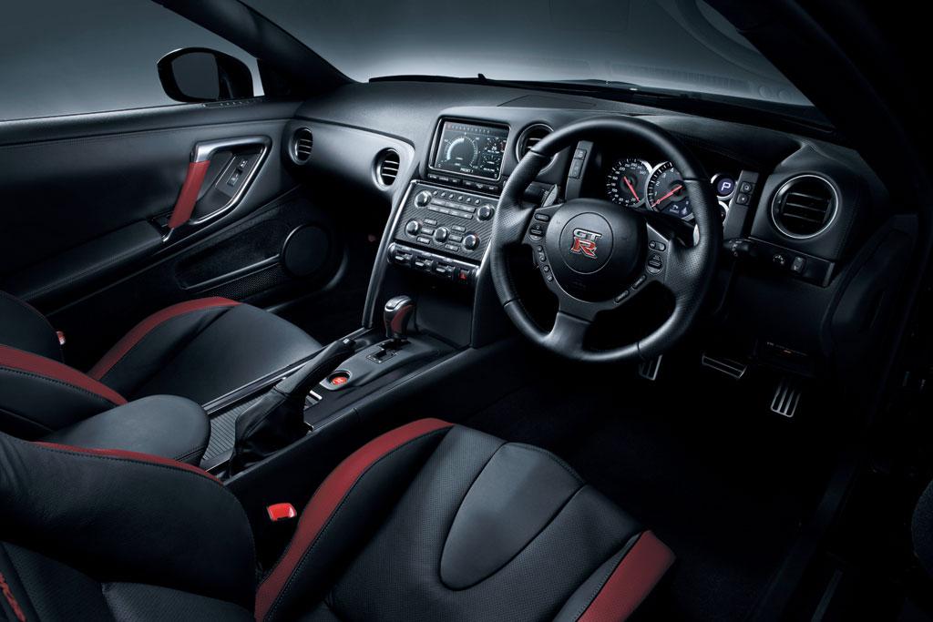 2013 Nissan GT-R всегда на первом месте