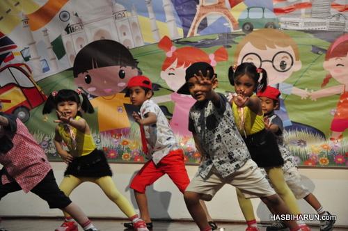 UK dancers in Smart Reader Kids Annual Concert and Convocation 2012 by garam buluh top agent