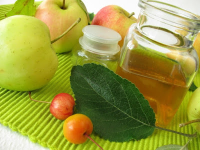 Uses of apple vinegar as beauty treatment