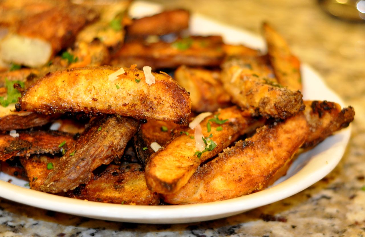 baked_crispy_garlic_parmesan_spicy_fries_potato_wedges_seasoned1.jpg
