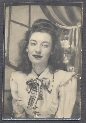 Photo Booth Beauty #1940s #vintage #fashion #style #plaid #bow
