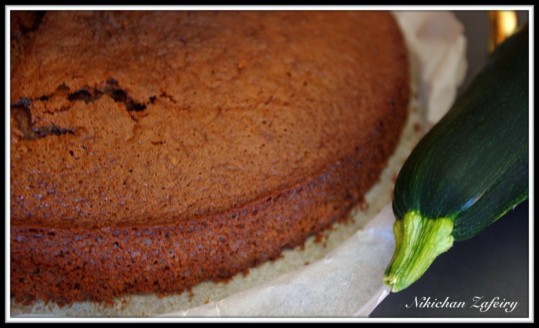 Bizcocho de Calabacín y Chocolate a la Taza con Almendras