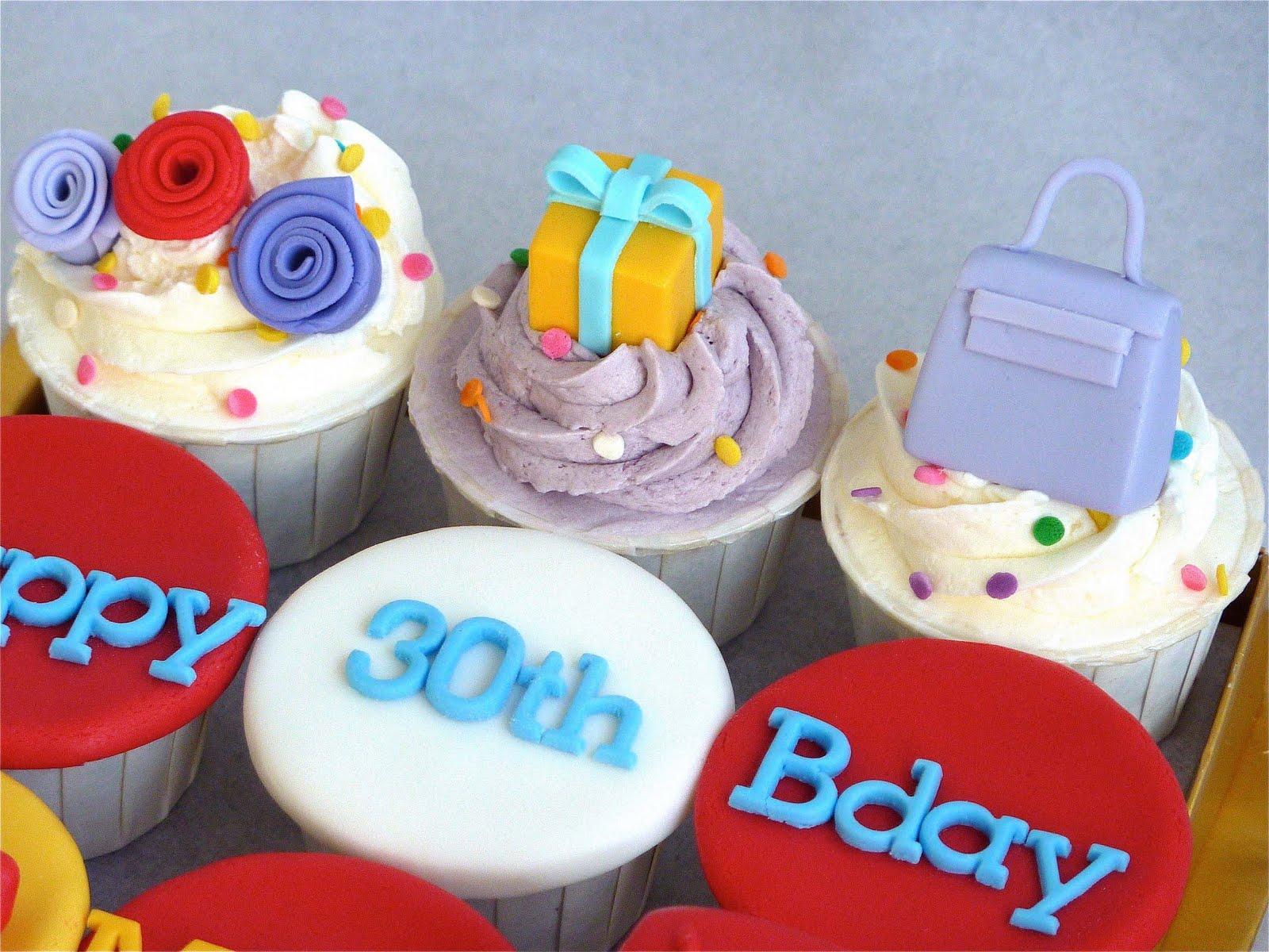 Little Miss Cupcakes: Birthday Mini Cupcakes