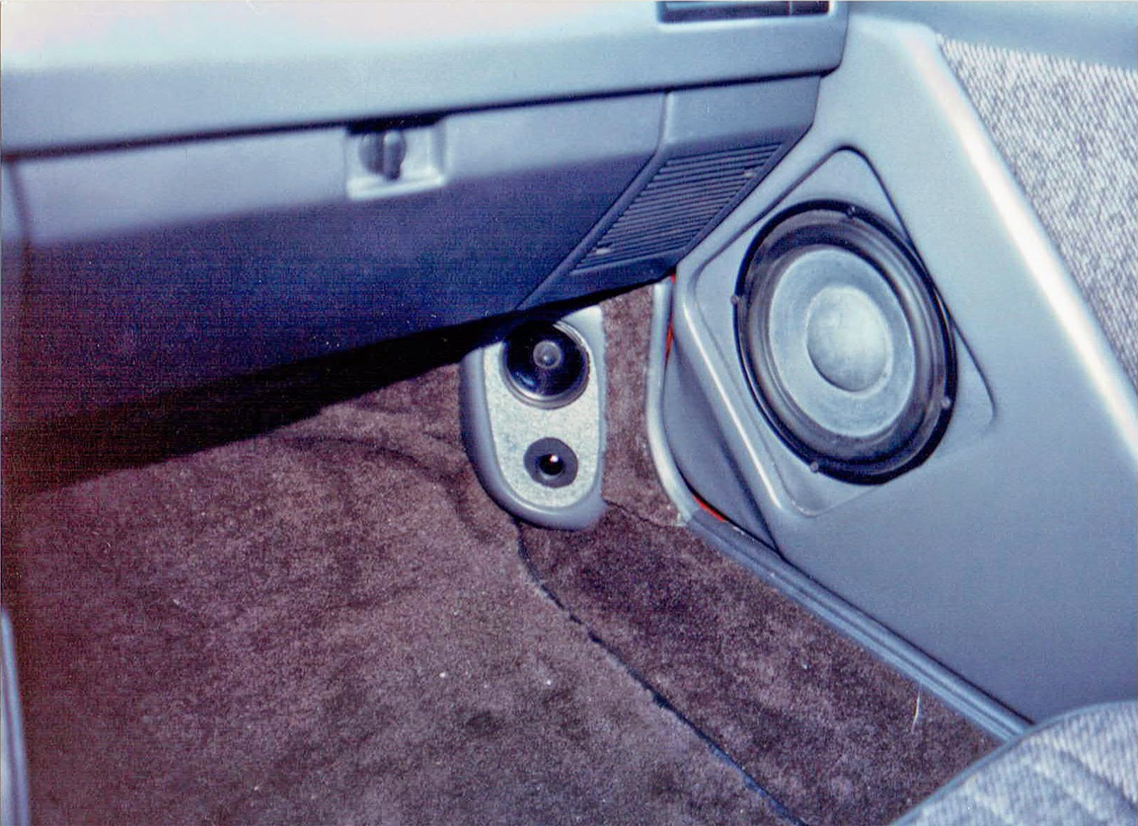 Photo of the main speakers inside Alberto A Lopez's 1991 Red NIssan Sentra
