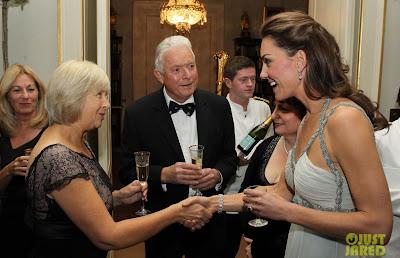 F Kate Middleton em baile de gala