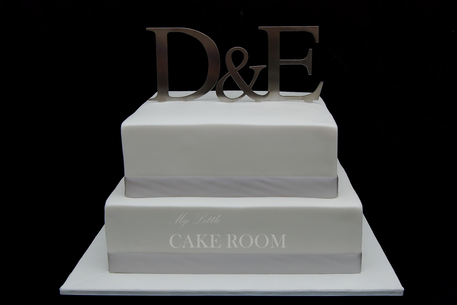 Plain White Square Wedding Cake Viewing Gallery