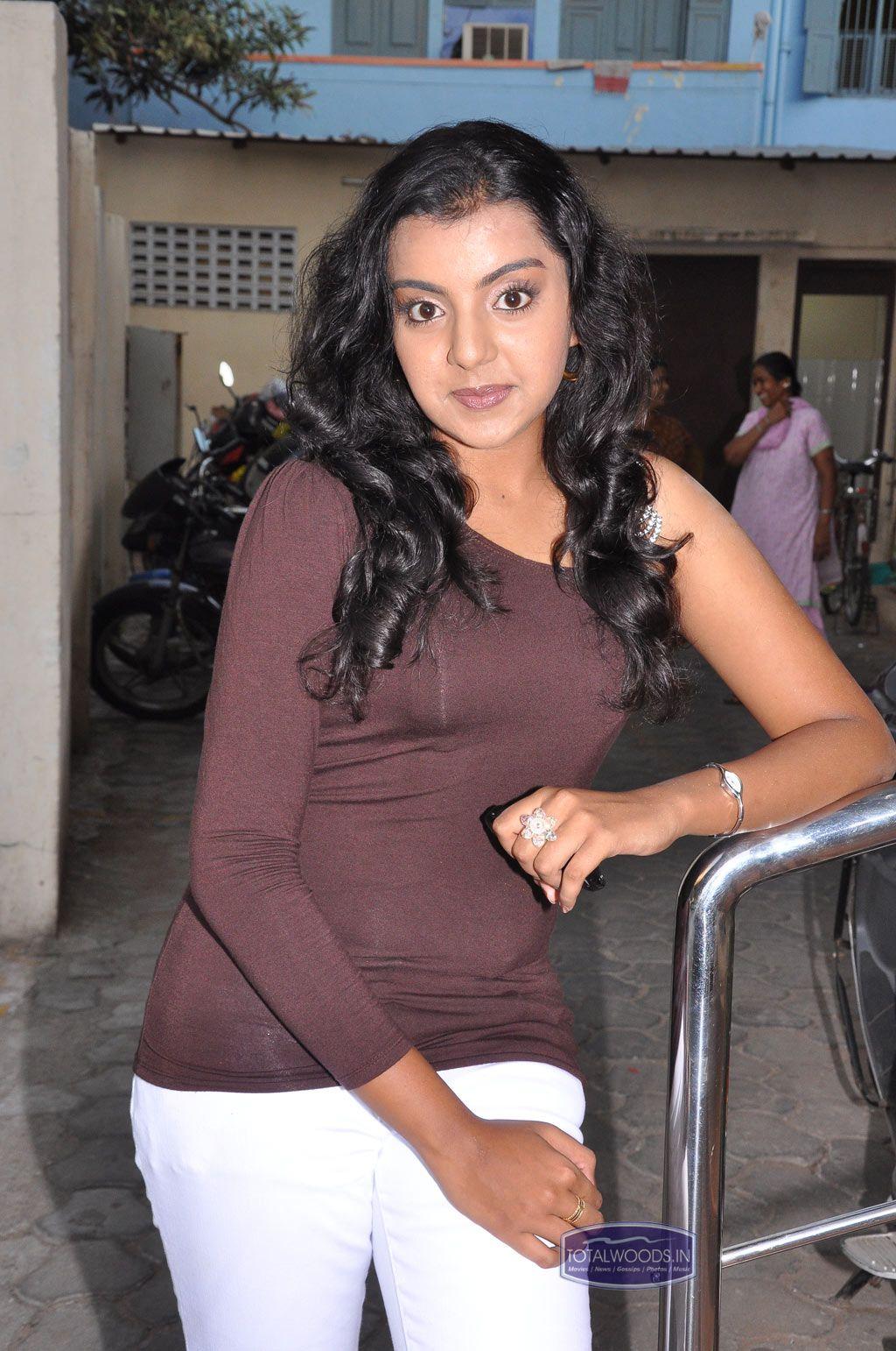 Divya Nagesh Hot Stills