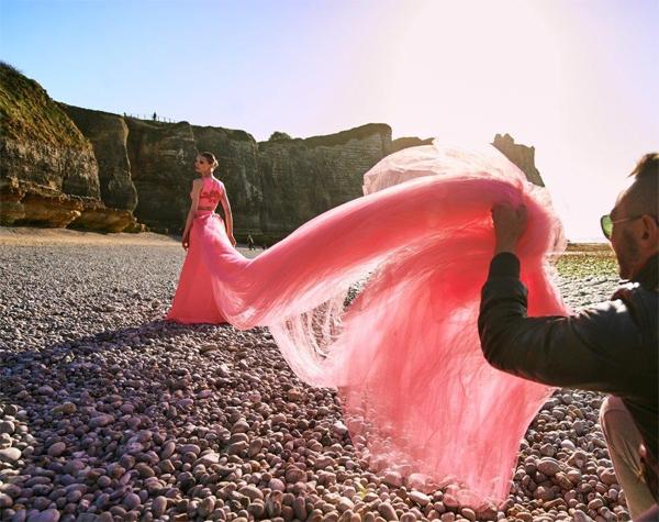 Lança Perfume Verão 2016 vestido longo com bordados campanha