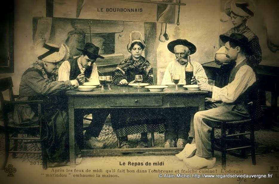 CPA le repas de midi en Bourbonnais.