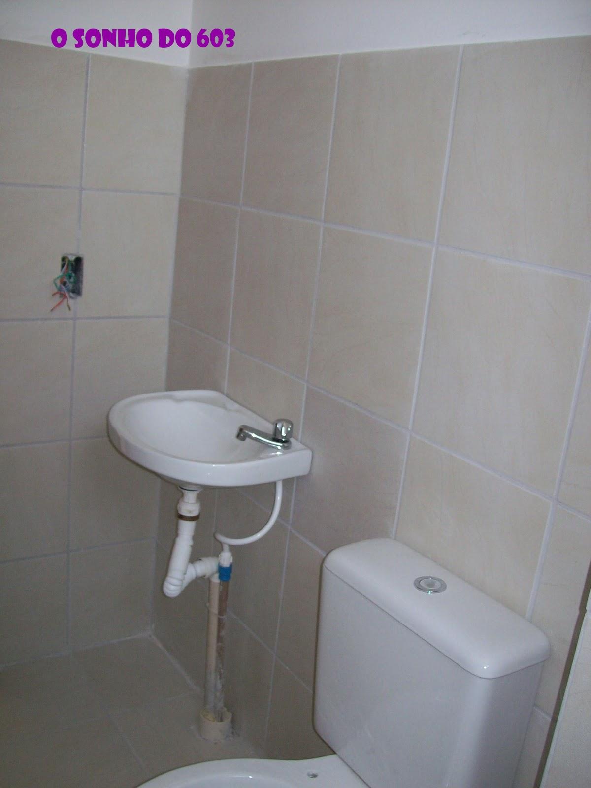 sonho do 603: Banheiro antes e por enquanto! #8C189C 1200x1600 Banheiro Com Pastilha Vertical