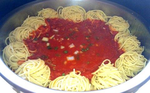 Hot spaghetti napoletana