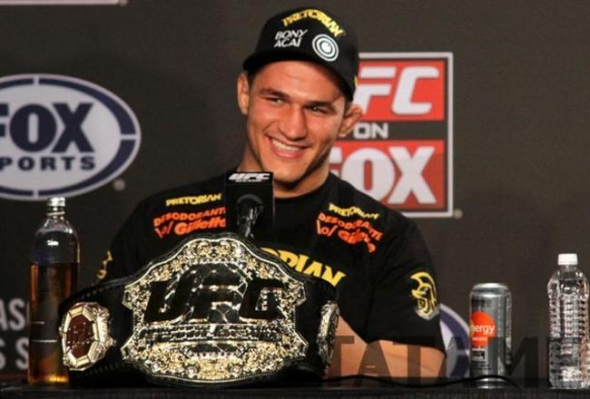 ufc mma heavyweight champion fighter junior dos santos picture image