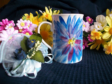 Bomboniera: tazza con fiore blu tazza  10€