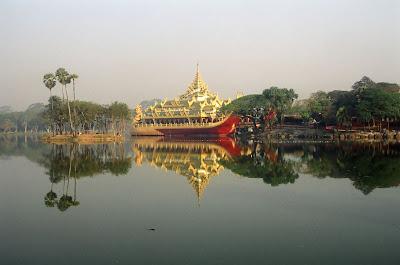(Myanmar) –Yangon (Rangoon) - Kandawgyi Lake