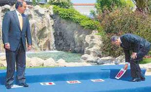 Ο κουμπάρος του Ερντογάν Καραμανλής χρεοκόπησε την Ελλάδα. Η εθνική ντροπή.