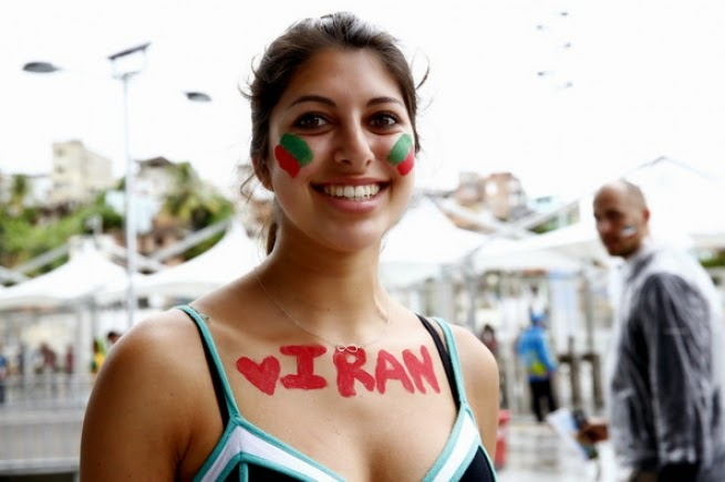 بالصور زوجات لاعبي فرنسا و جميلات إيران يشعلن المدرجات