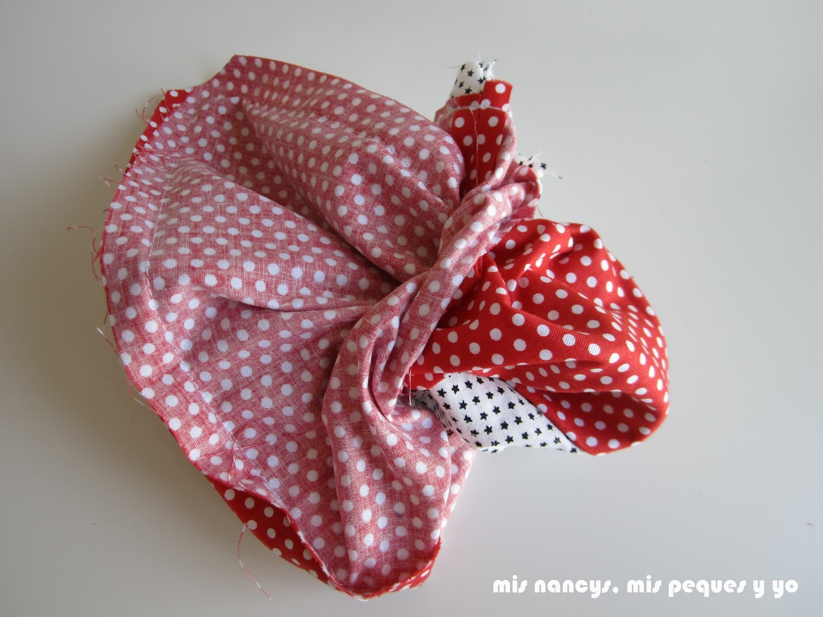 mis nancys, mis peques y yo, tutorial bolsitas de Navidad reversibles, girar la bolsa