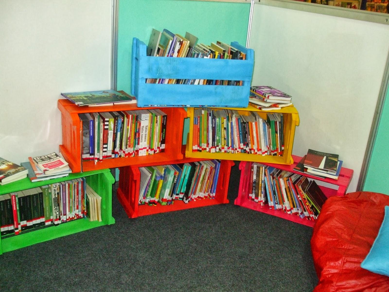 decoracao sala de leitura na escola: SOU DONA DE MIM: DECORAÇÃO SUSTENTÁVEL: ESTANTE FEITA DE CAIXOTES