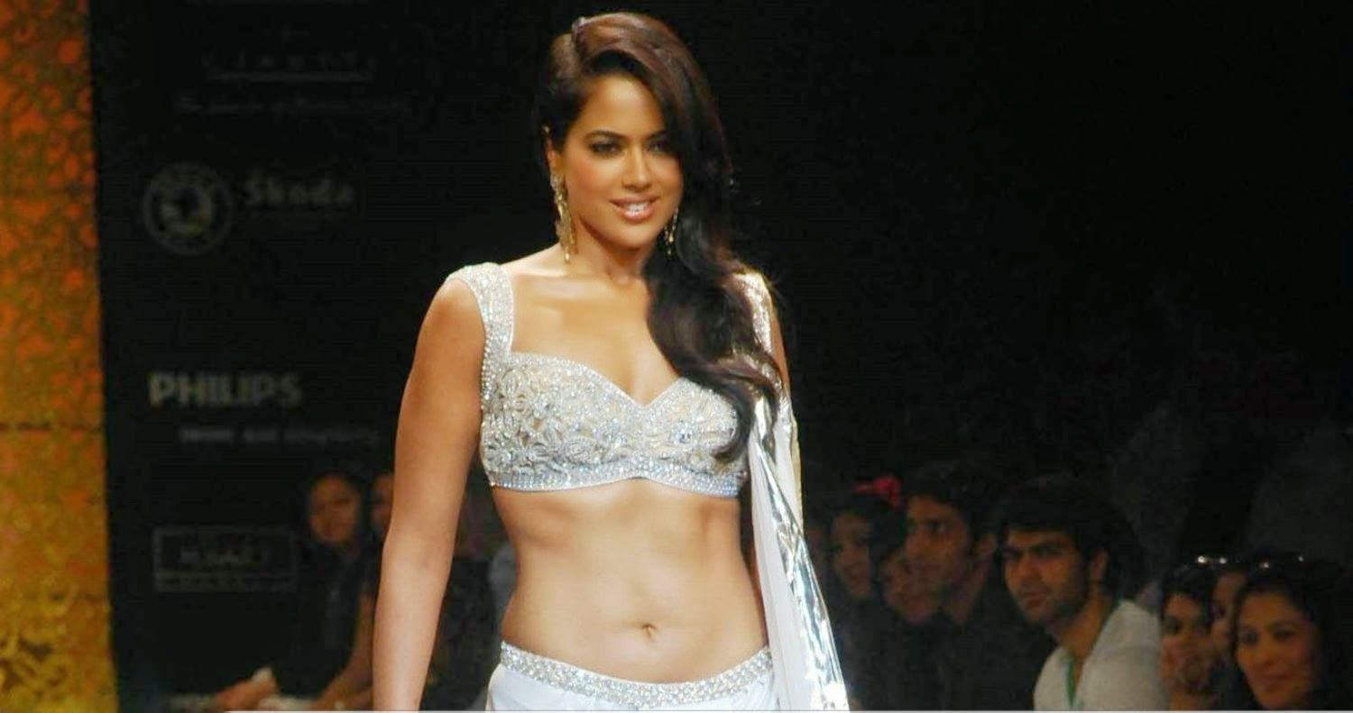 sameera reddy hot cleavage pics
