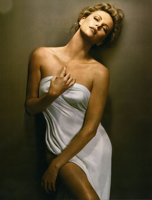 kritikerns: Charlize Theron hot and Sexy photo gallery