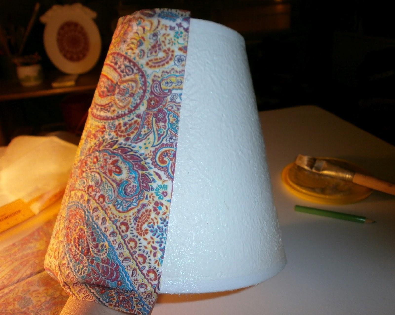 Telas cajas y tinajas como decorar una pantalla de l mpara - Pantallas de lamparas ...