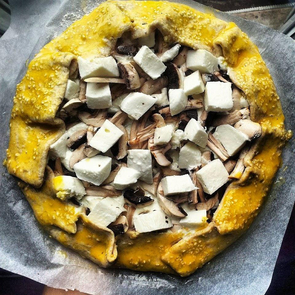 Galette sa šampinjonima, mozzarellom, maslinovim uljem i posnim sirom