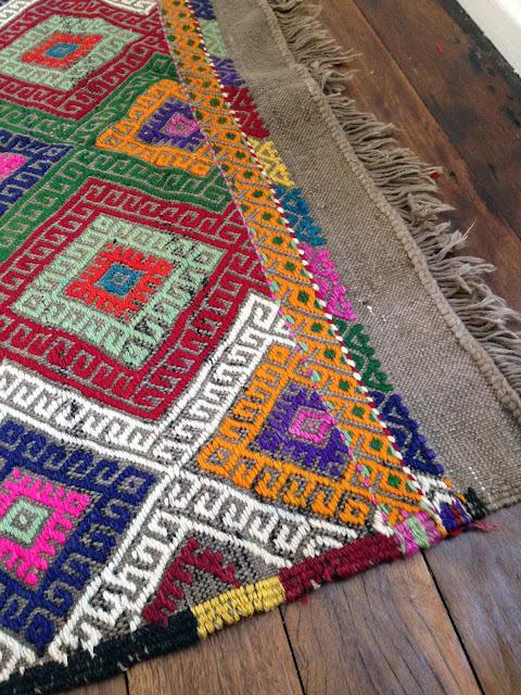 Pretty new stock alert turkish kilim rugs table tonic for Alfombras etnicas