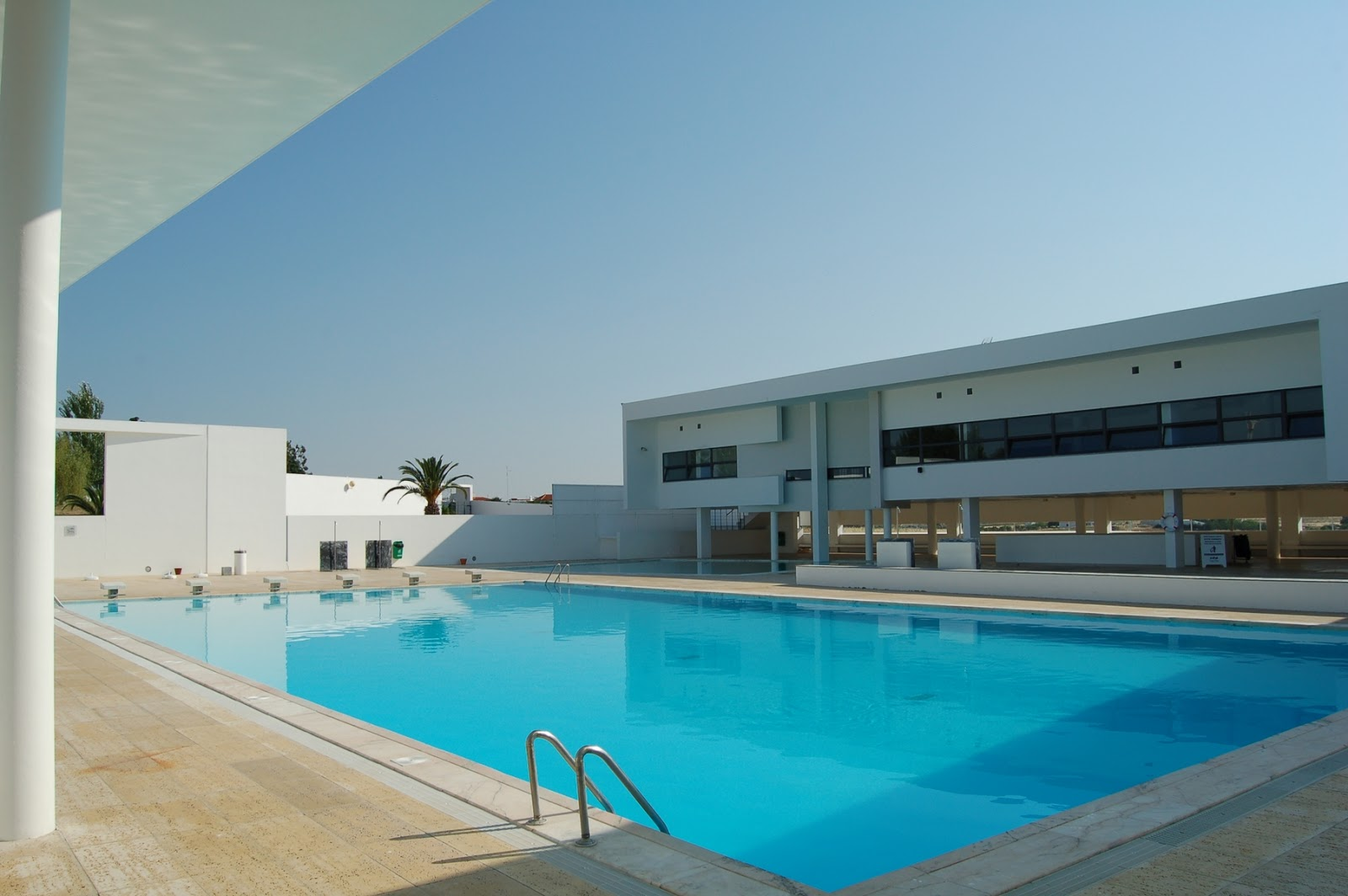 Hidden architecture campo maior swimming pool for Piscina municipal campos